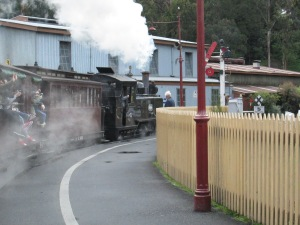 Puffing Billy pulling out of Belgrave Station (photo: aka gringita, 2014)